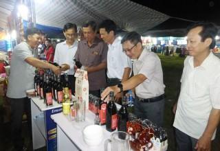 Khai mạc phiên chợ đưa hàng Việt về nông thôn tại Giồng Trôm