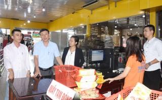 Quan tâm hỗ trợ đầu tư cửa hàng bán các sản phẩm từ dừa