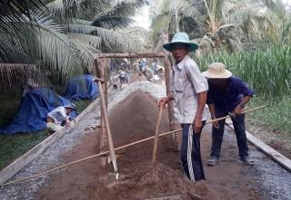 Người dân Hưng Lễ tích cực xây dựng giao thông nông thôn