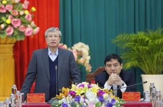 Đồng chí Trần Quốc Vượng làm việc với Ban Thường vụ Tỉnh ủy Nghệ An