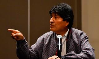 Cựu tổng thống Bolivian Evo Morales đến Argentina tị nạn