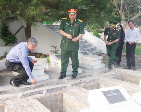 Tổ chức Lễ cải táng 6 hài cốt liệt sĩ tại huyện Mỏ Cày Bắc