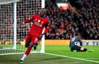 Liverpool thắng Wolves sát nút