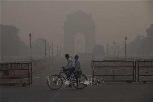 Hàng trăm chuyến bay bị hoãn, hủy tại New Delhi