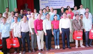 Phó thủ tướng Vương Đình Huệ gặp gỡ và trao tặng 400 phần quà Tết cho người dân Bến Tre