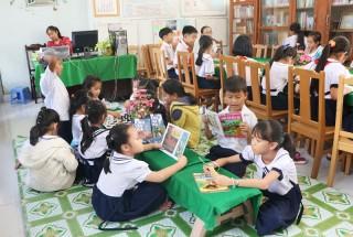 TP. Bến Tre lắp gần 200 kệ sách phục vụ học sinh