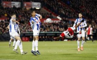 Văn Hậu dự bị trong trận thua của Heerenveen
