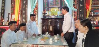 Lãnh đạo huyện Thạnh Phú thăm, chúc Tết các cơ sở thờ tự