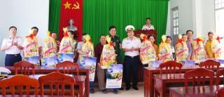 Bộ tư lệnh Vùng 2 Hải quân dùng tàu chở nước ngọt cứu trợ người dân dịp Tết