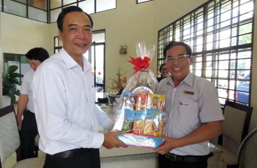 VNPT và Viettel Bến Tre mừng xuân Báo Đồng Khởi