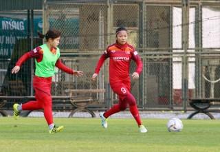 Huỳnh Như mong nữ Việt Nam giành vé đi Olympic thay U23 Việt Nam