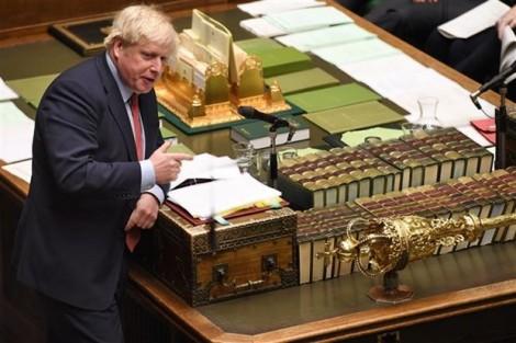 Thủ tướng Anh Boris Johnson ký thỏa thuận Brexit