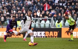 Ronaldo tỏa sáng, Juventus vững ngôi đầu bảng Serie A