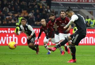 Ronaldo ghi bàn phút cuối, Juventus thoát thua lượt đi Bán kết Coppa Italia