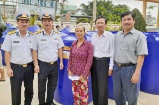 150 bồn chứa nước ngọt cho bà con nghèo huyện Bình Đại