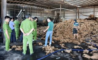 Cháy cơ sở sản xuất chỉ xơ dừa thiệt hại khoảng 3,5 tỷ đồng