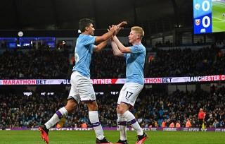 Man City kiên trì bám đuổi Liverpool