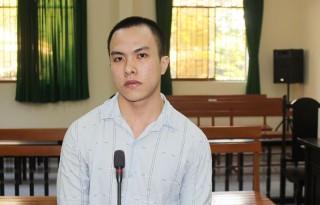 Cướp giật tài sản, bị phạt 5 năm tù
