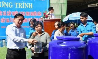 Trao bồn chứa nước ngọt tại Thạnh Phú