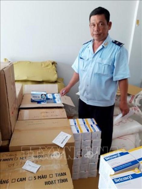 Bắt giữ vụ xuất lậu khẩu trang y tế và tân dược số lượng lớn sang Campuchia