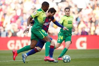 Braithwaite kiến tạo, Messi lập poker đưa Barca lên đầu bảng