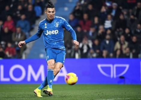 Ronaldo lập kỷ lục ghi bàn, Juventus vững ngôi đầu Serie A