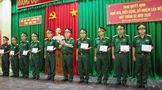 Bộ Chỉ huy Quân sự tỉnh trao quyết định của Tư lệnh Quân khu 9