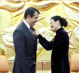 Trao tặng Kỷ niệm chương 'Vì hòa bình, hữu nghị giữa các dân tộc' cho Đại sứ Azerbaijan