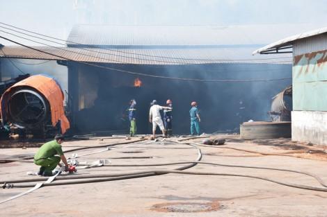Cháy lớn ở công ty sản xuất chỉ xơ dừa