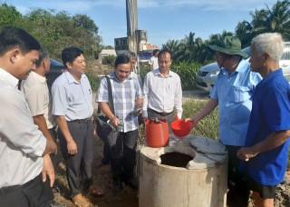 Trung ương MTTQ Việt Nam khảo sát hạn mặn tại xã Mỹ Thạnh