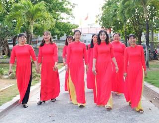"""Phụ nữ Thạnh Phú rạng ngời hưởng ứng """"Tuần lễ áo dài"""" Việt Nam 2020"""