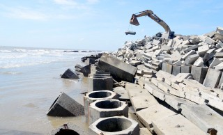 Khẩn cấp chống sạt lở ven biển