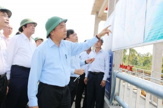 Thủ tướng Chính phủ Nguyễn Xuân Phúc khảo sát tình hình hạn mặn tại tỉnh