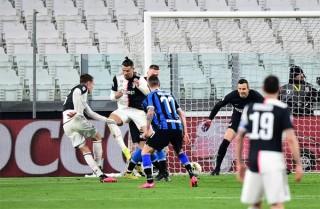 Tỏa sáng ở derby Italia, Ronaldo giúp Juve tái chiếm ngôi đầu BXH