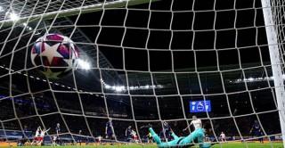Tottenham bạc nhược rời Champions League