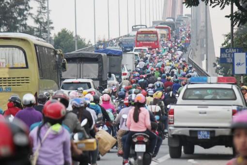 Đề xuất làm phà tạm để giảm ùn tắc cầu Rạch Miễu