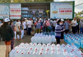 Đoàn tuổi trẻ Bình Dương hỗ trợ nước ngọt cho người dân tỉnh