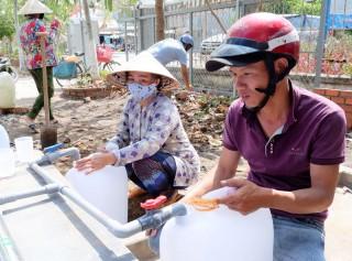 Hỗ trợ nước ngọt cho người dân