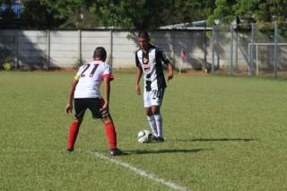 Tin bóng đá mùa COVID-19 25-3-2020: Cầu thủ ở Trung Mỹ thi đấu với khẩu trang và găng tay