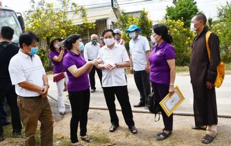 Người dân An Phú Trung được hỗ trợ 112 bồn chứa nước