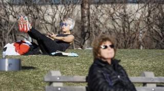 Giới chức y tế Mỹ cân nhắc khuyến cáo người dân sử dụng khẩu trang