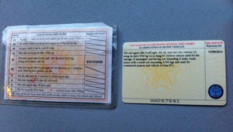 Không bắt buộc đổi giấy phép lái xe bằng bìa giấy sang vật liệu PET