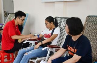 Ngành ngân hàng Bến Tre chia sẻ giọt máu hồng