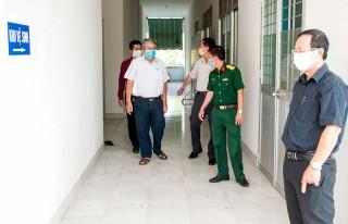 Trưởng ban Tuyên giáo Tỉnh ủy kiểm tra công tác phòng chống dịch Covid-19 tại huyện Giồng Trôm