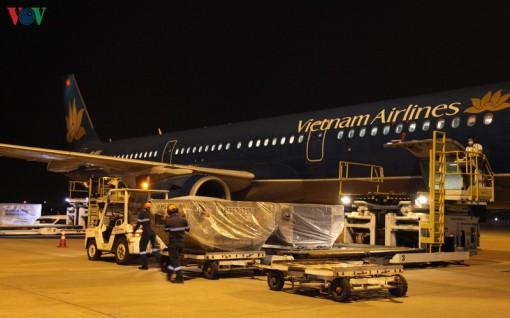 4,8 tấn hàng viện trợ chống dịch của Việt Nam đã đến Lào