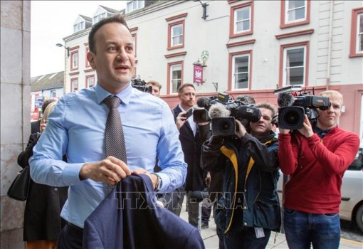 Thủ tướng Ireland trở lại làm bác sĩ để hỗ trợ ứng phó dịch COVID-19