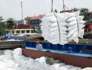 Bộ Tài chính kiến nghị tạm dừng xuất khẩu gạo tẻ thường đến 15-6-2020