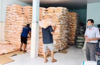 Tiếp nhận 30 tấn gạo chuẩn bị khai trương ATM gạo tại TP. Bến Tre