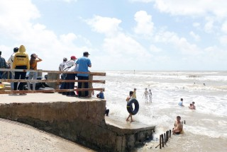 Lượng khách đến biển Cồn Bửng dịp lễ 30-4, 1-5 giảm