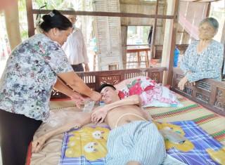 Một hộ nghèo có người bị bại liệt